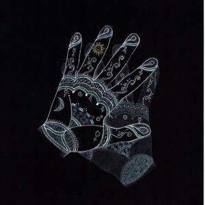 Handen uitgewerkt op zwart papier met de bijbehorende tekens vanuit de handlijnkunde door Wilma